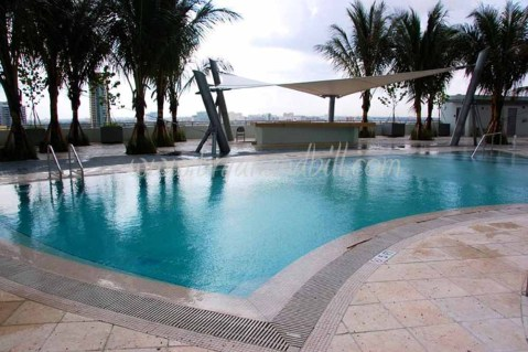 900 Biscayne Bay condo - pool